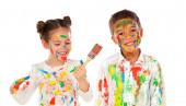 šťastné děti s barevné barvy izolovaných na bílém pozadí