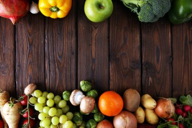 Composition with variety of raw organic vegetables and fruits.