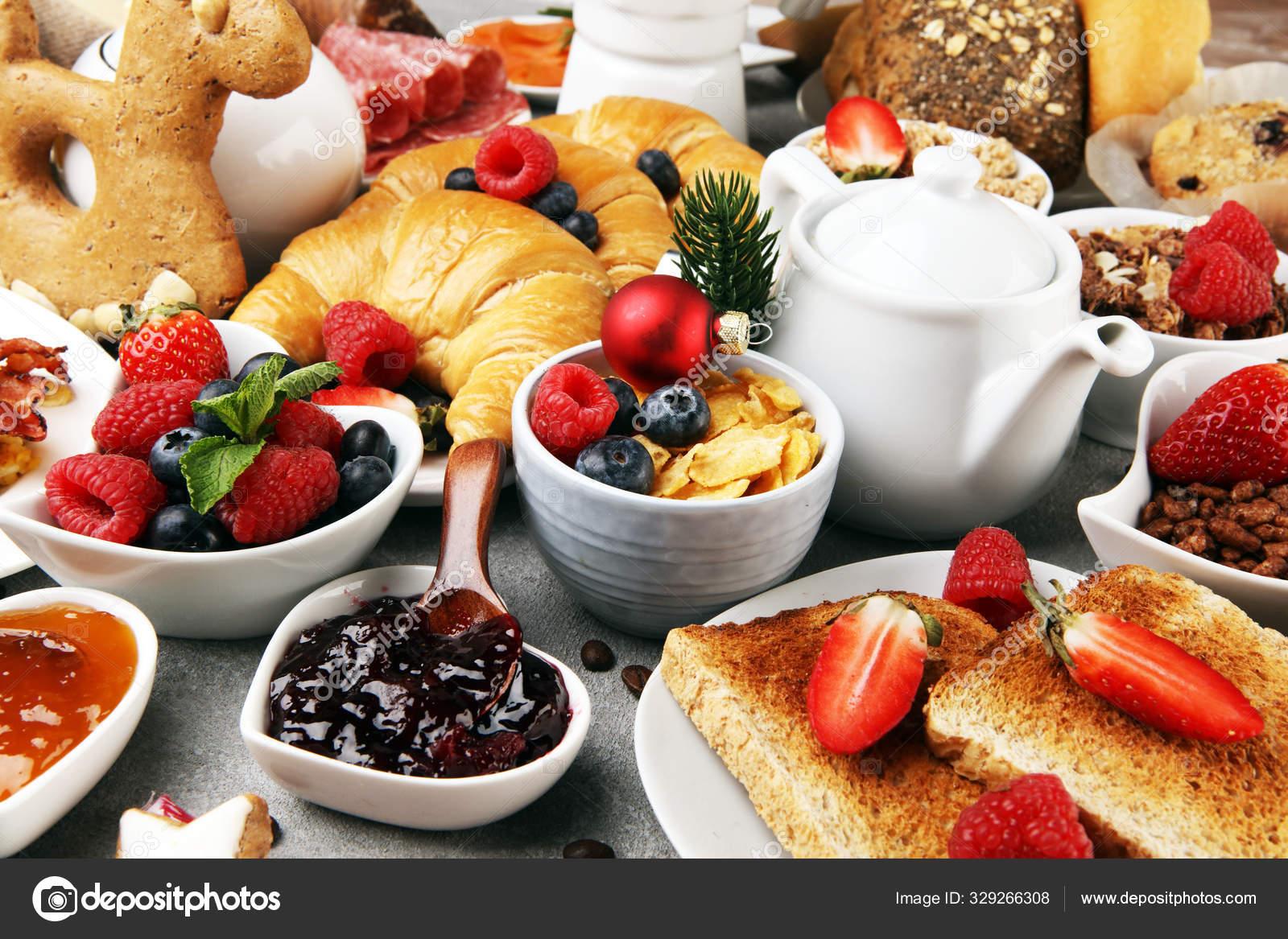 легкий завтрак с кофе