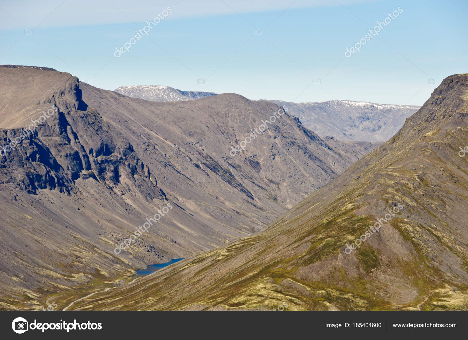 On which peninsula are the Khibiny mountains