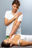 Fényképek Női csontkovács kezelés a beteg karját