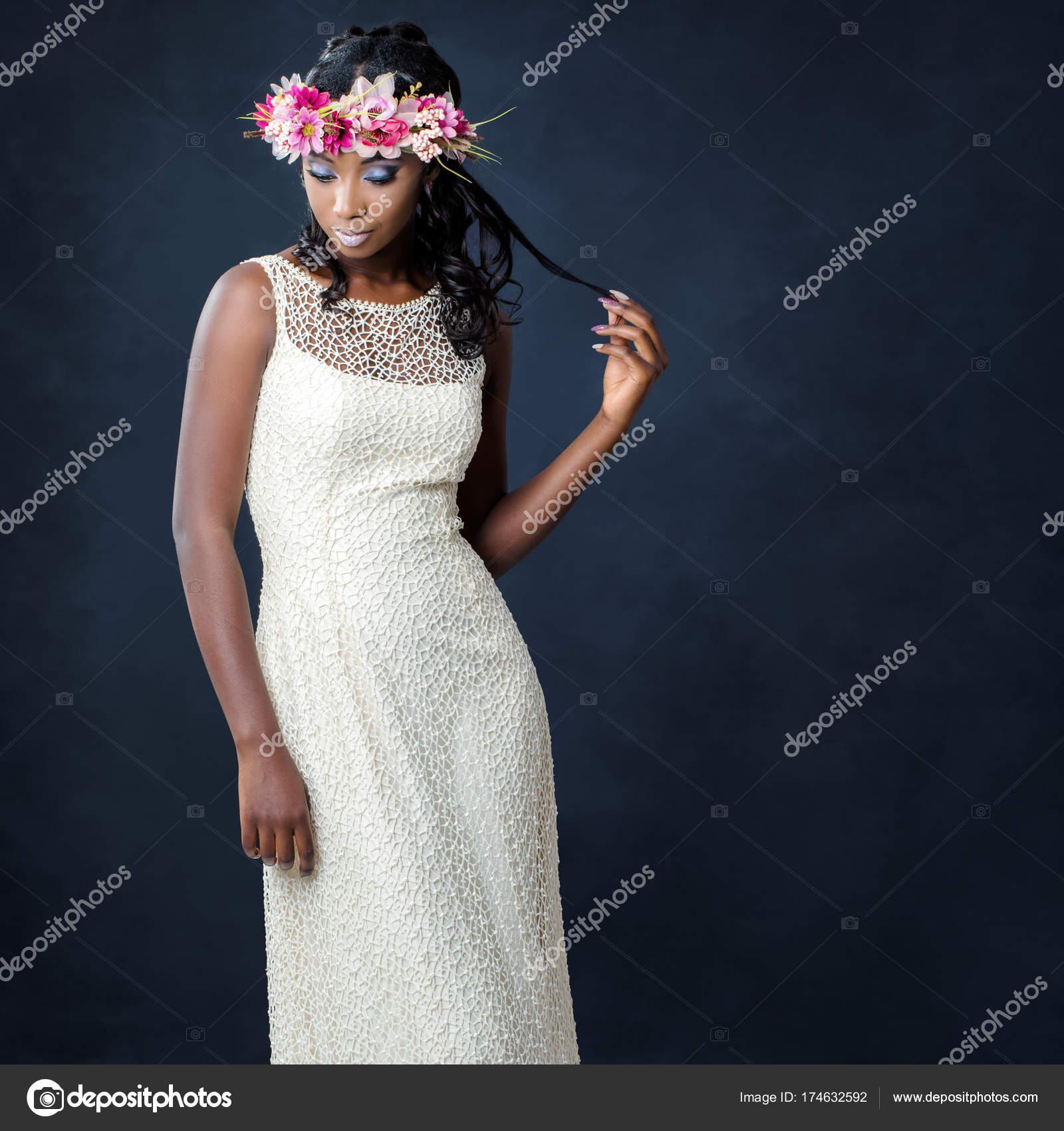 elegante novia africana joven — Fotos de Stock © karelnoppe #174632592
