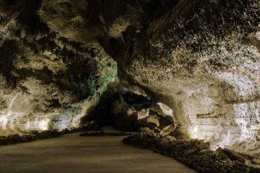 Volcanic cave - Cueva de los Verdes