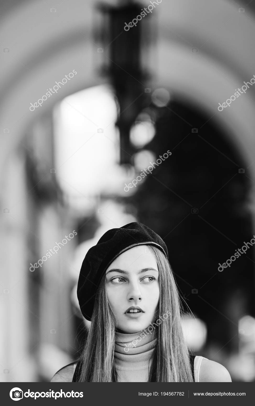 8436bd7642baf Close-up face of a girl with a beret that looks distant and behind her  blurred background on a black and white photo — Photo by ...