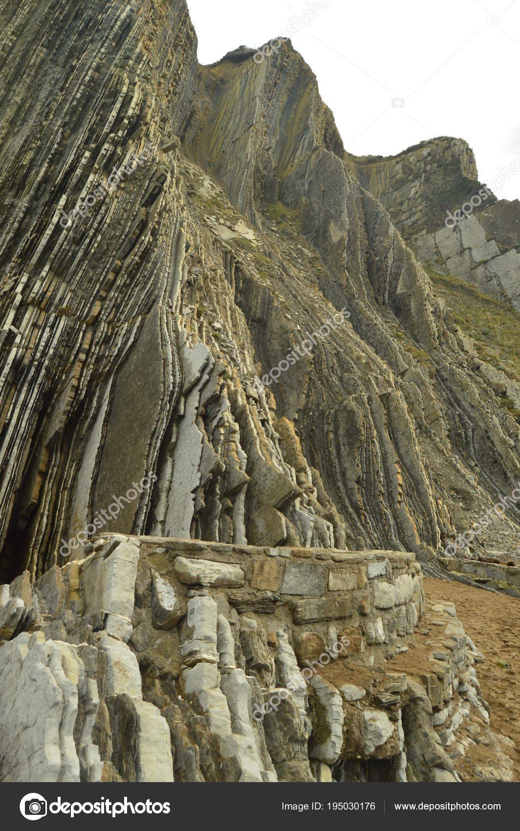 Berg Von Geologischen Formationen Der Flysch Typ Geopark Baskischen