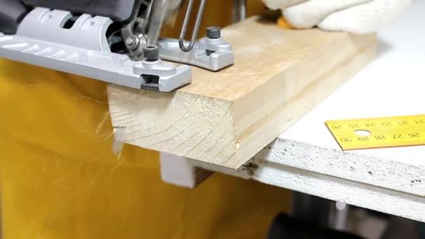 Skládali dřevěné cihly, diagonální řezání