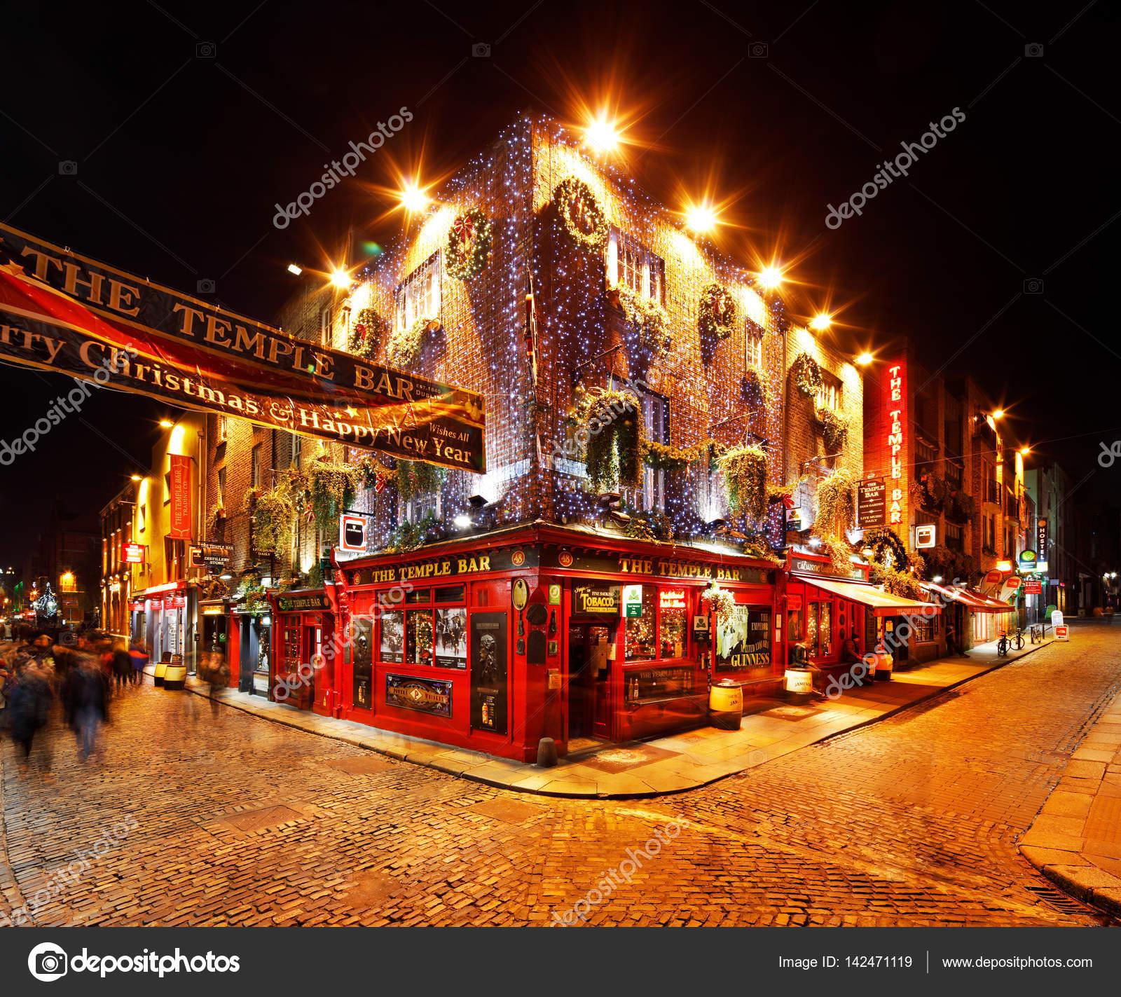 Uma Vida Noturna Agitada De Temple Bar área De Dublin, Irlanda U2014 Fotografia  De Stock