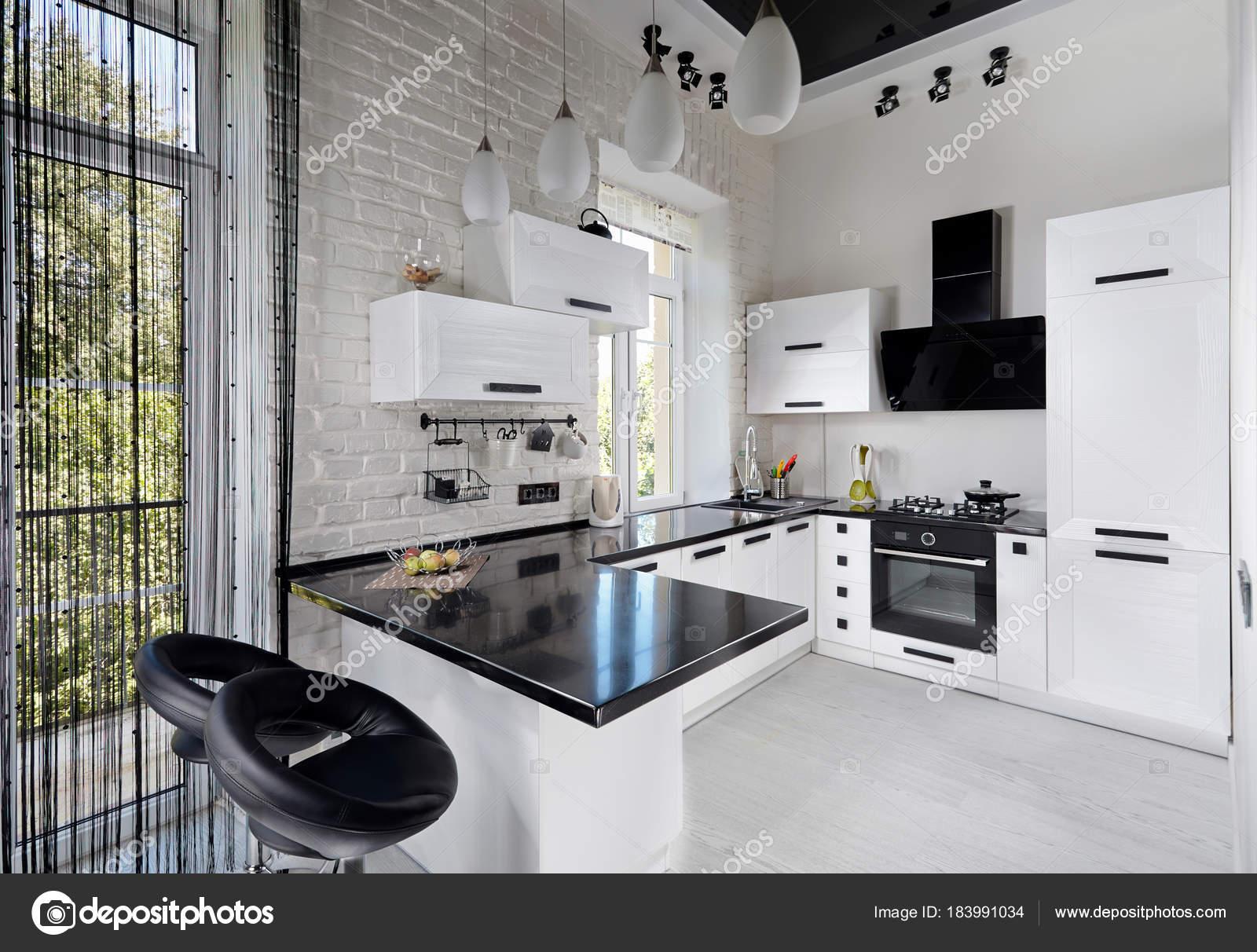 Moderne Keuken Kleuren : Moderne keuken in lichte kleuren u2014 stockfoto © r yosha #183991034