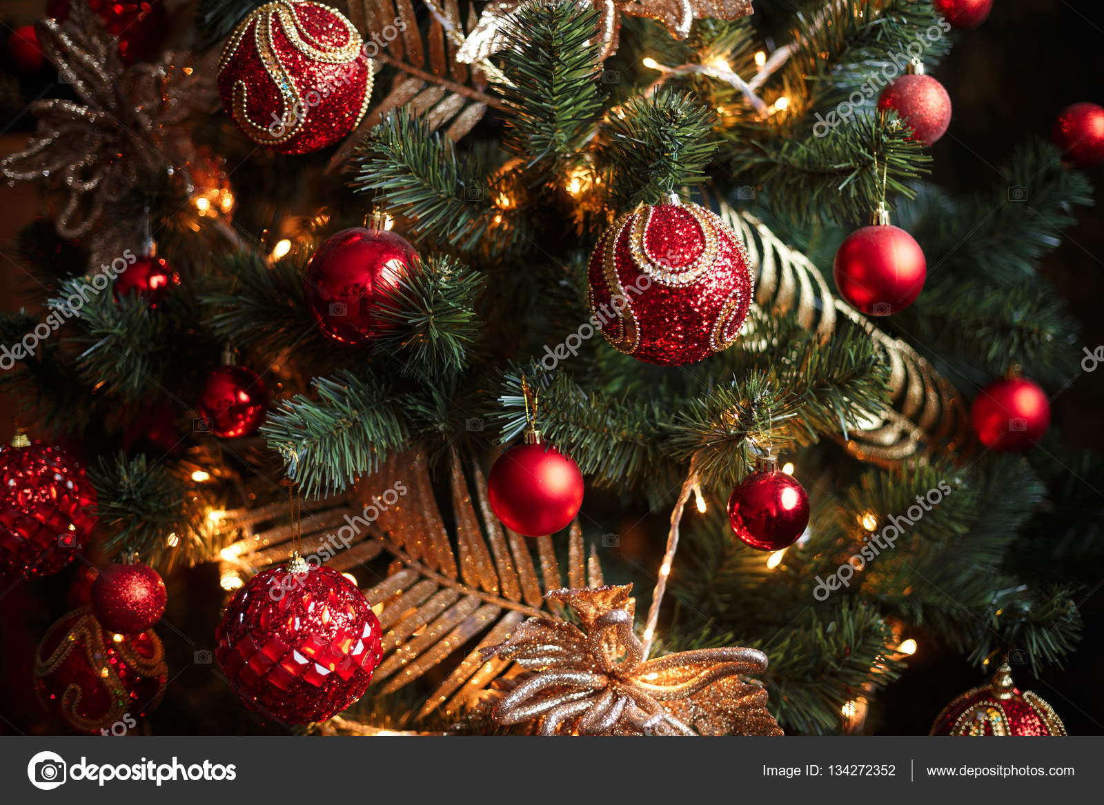 Red and yellow christmas tree decorations — Stock Photo