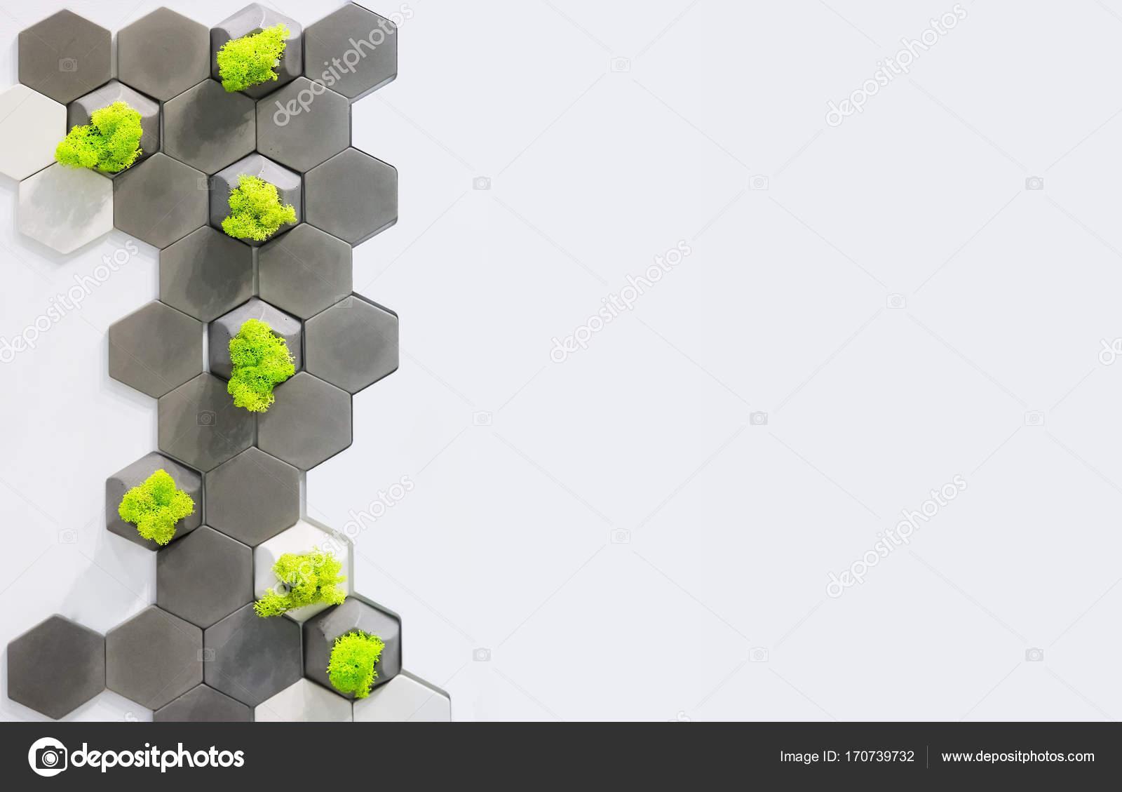 Konzept des Raumes, Gestaltung der Wand, weiß und grau Beton Ziegel ...