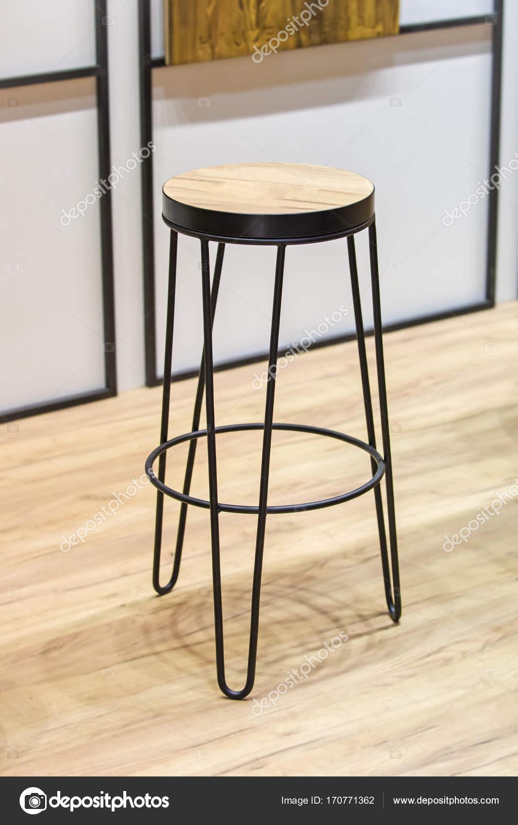 La Mode Chaise Haute En Bois Pour Restaurant Bar Et Faux Cadre Mtallique Noir Image De Olga Prava