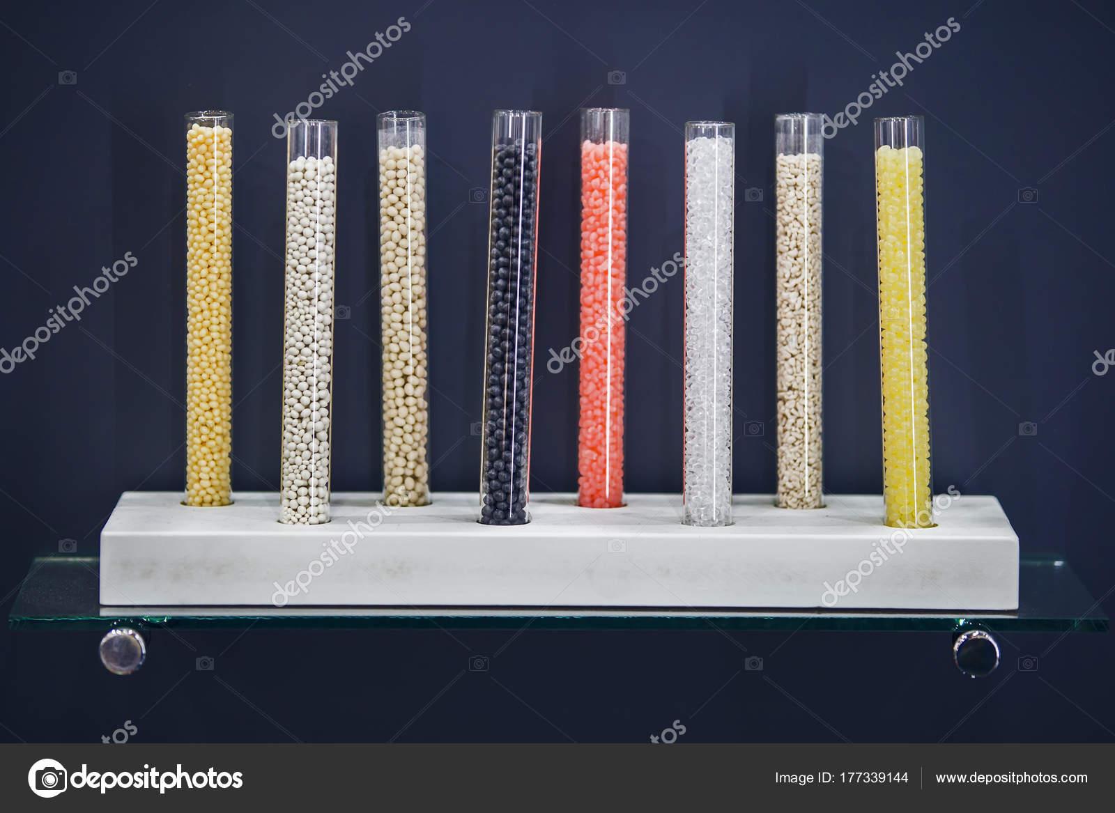 Flacon éprouvette décoratif en verre, un vase avec sable coloré et ...