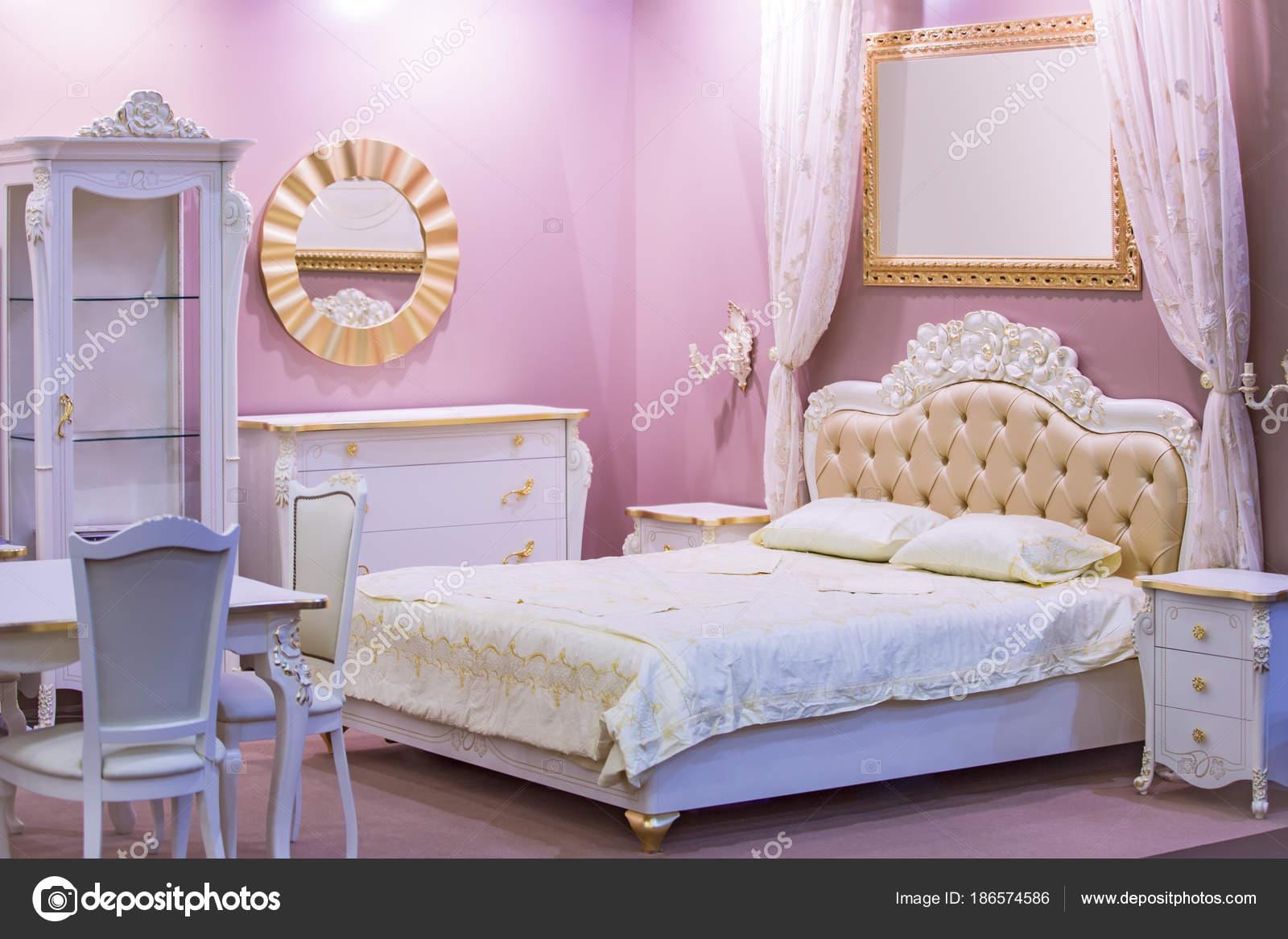 Camere Da Letto Rosa Antico : Camera di lusso bianco e rosa in stile antico con ricche
