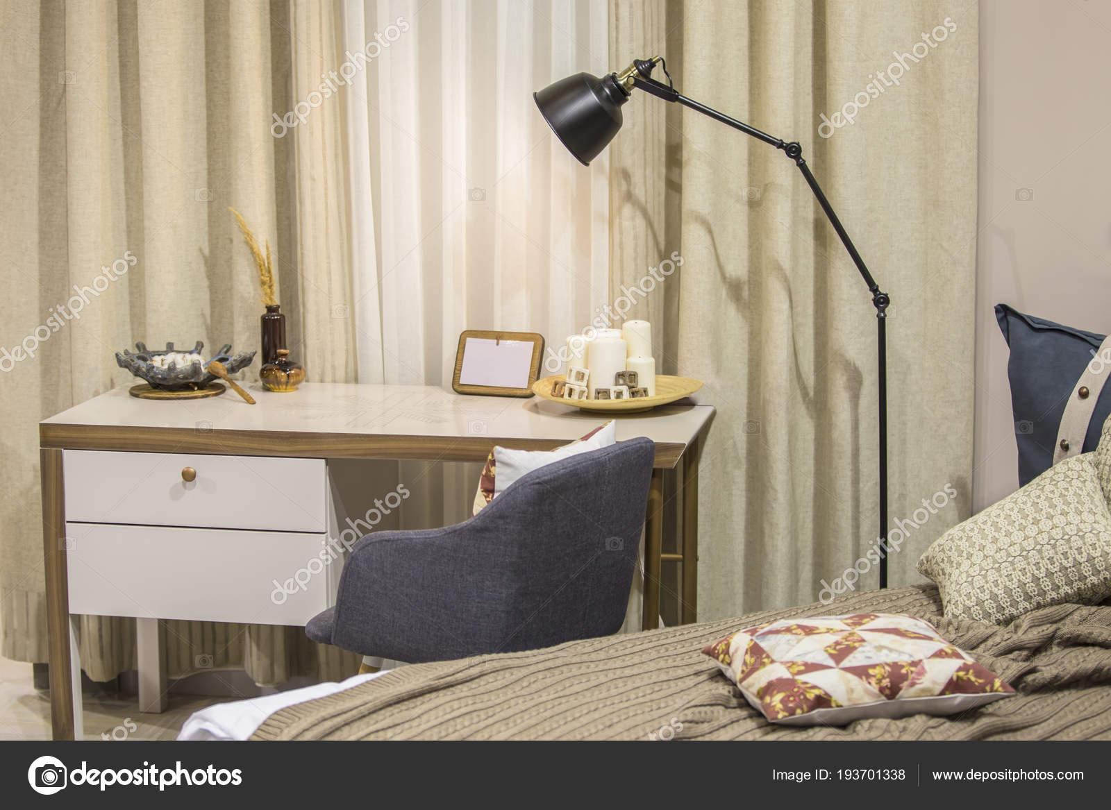 Une salle moderne pour un adolescent dans le style scandinave un