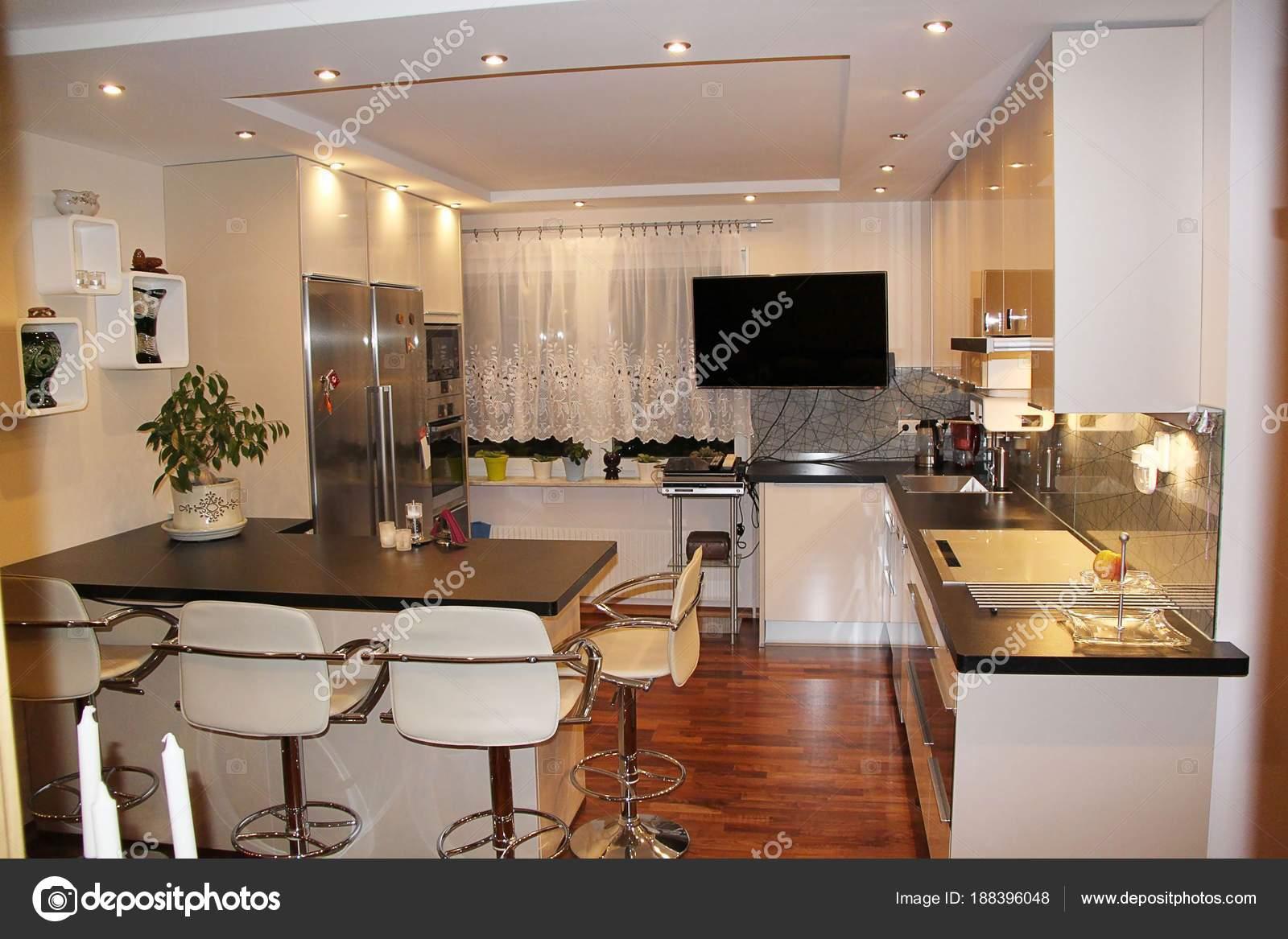 Schöne Aussicht Auf Moderne Küche Interieur Kleiner Gemütlicher Bereich  Einer U2014 Stockfoto