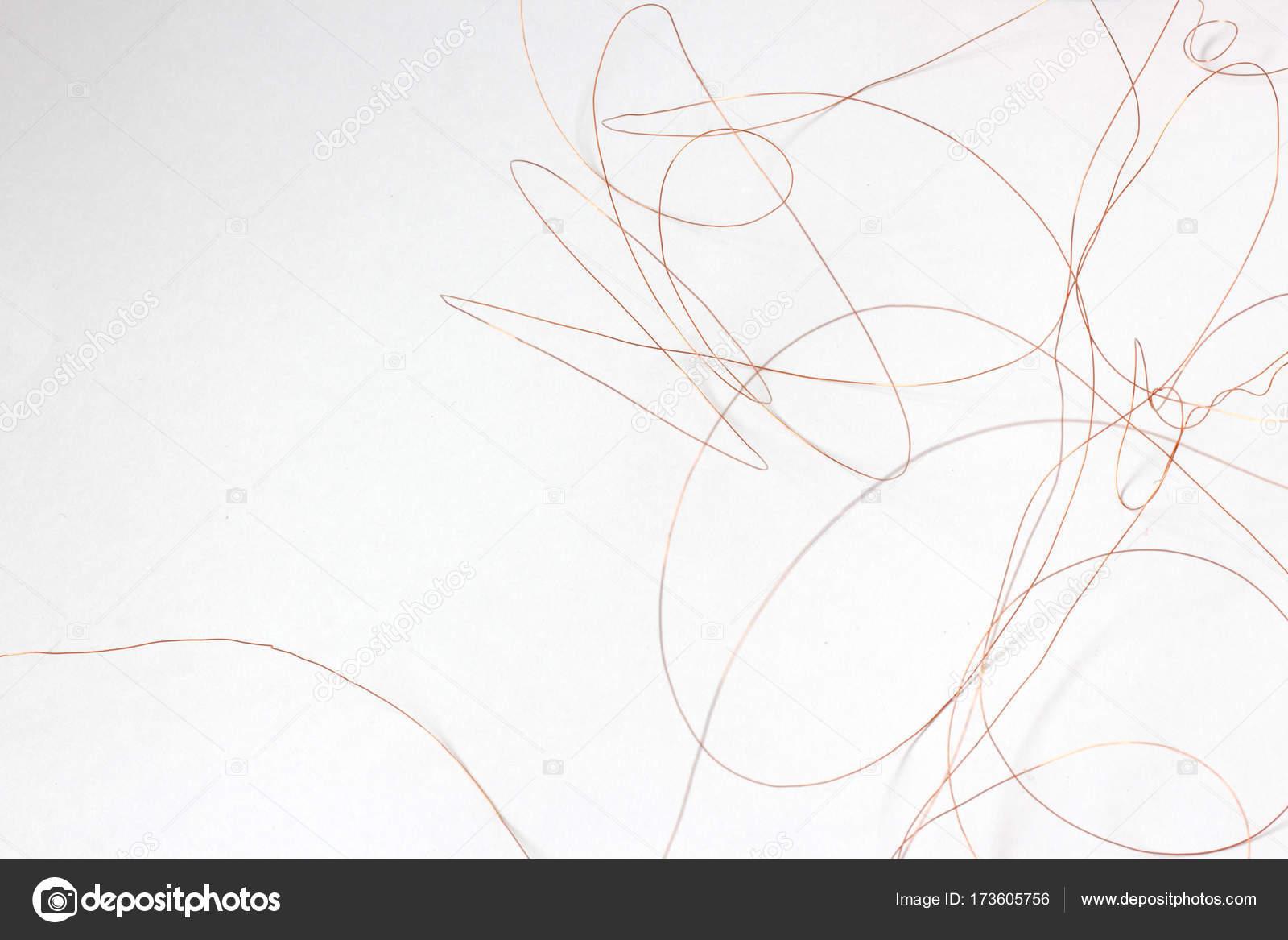 dünner Draht auf weißem Hintergrund — Stockfoto © akidinova535@gmail ...