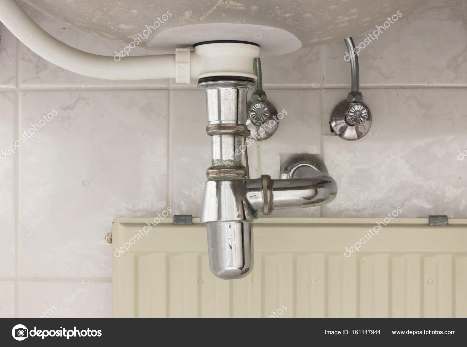 Becken Siphon oder Waschbecken Abfluss im Badezimmer — Stockfoto ...