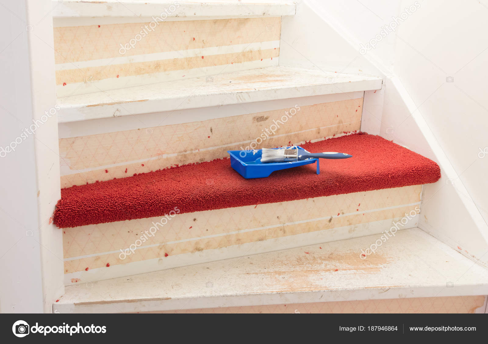 Trap Tapijt Verwijderen : Tapijt lijm en verf verwijderen uit een vintage trappen u2014 stockfoto