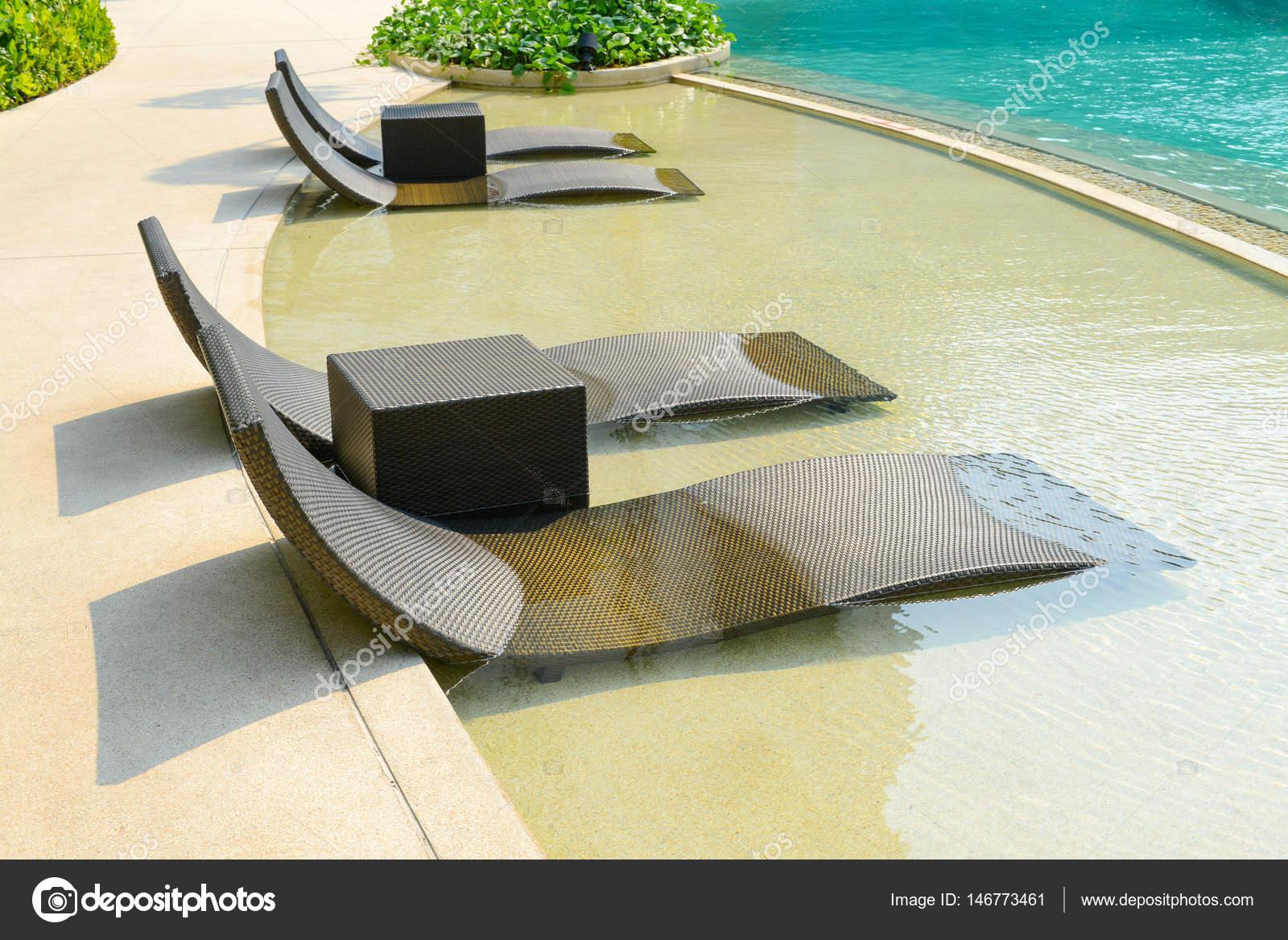 Sedie sdraio piscina piscina in legno sedia sdraio presso for Sedie per piscina