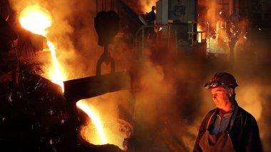 Dökümhane, döküm, fırın, Çelik fabrikasında demir eritme sıvı metal, sabit eser bulunmaktadır. Fırınlarda demir eritme kontrol işçi