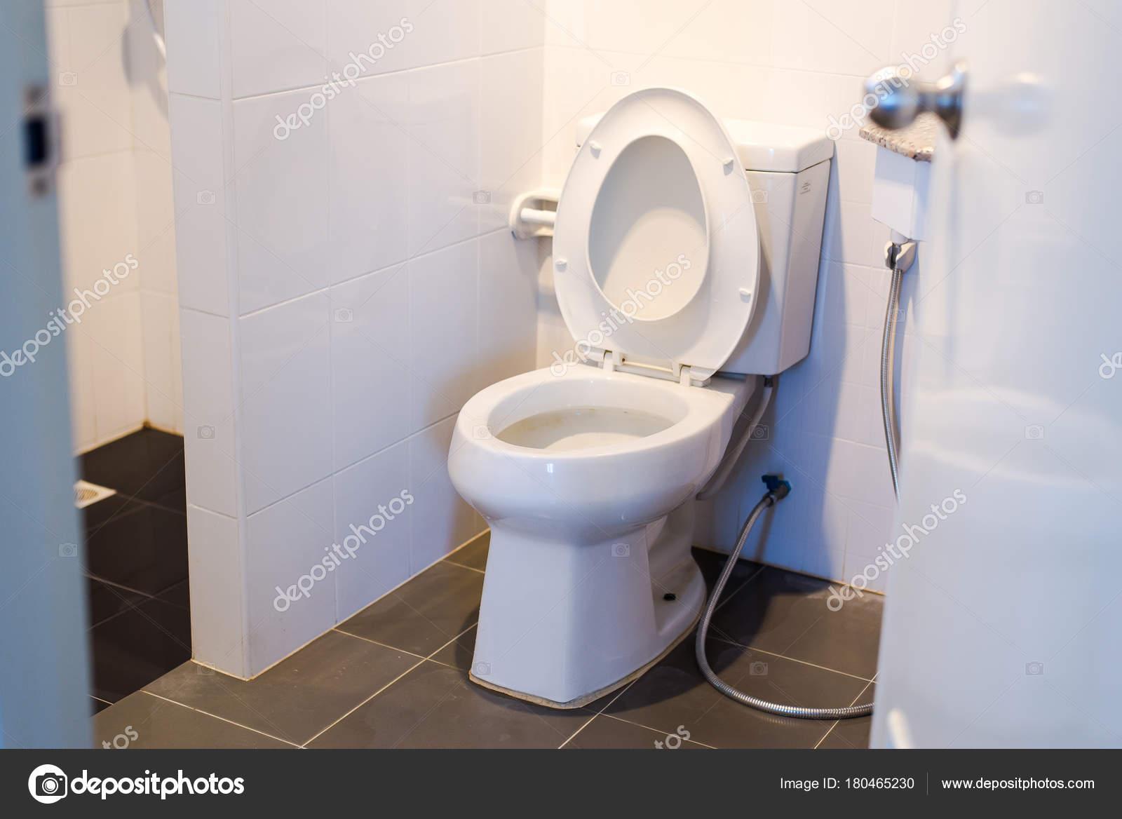 Bol Blanc Toilettes Modernes Dans Une Salle Bain Toilette ...