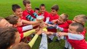 děti fotbalový tým v stěsnat