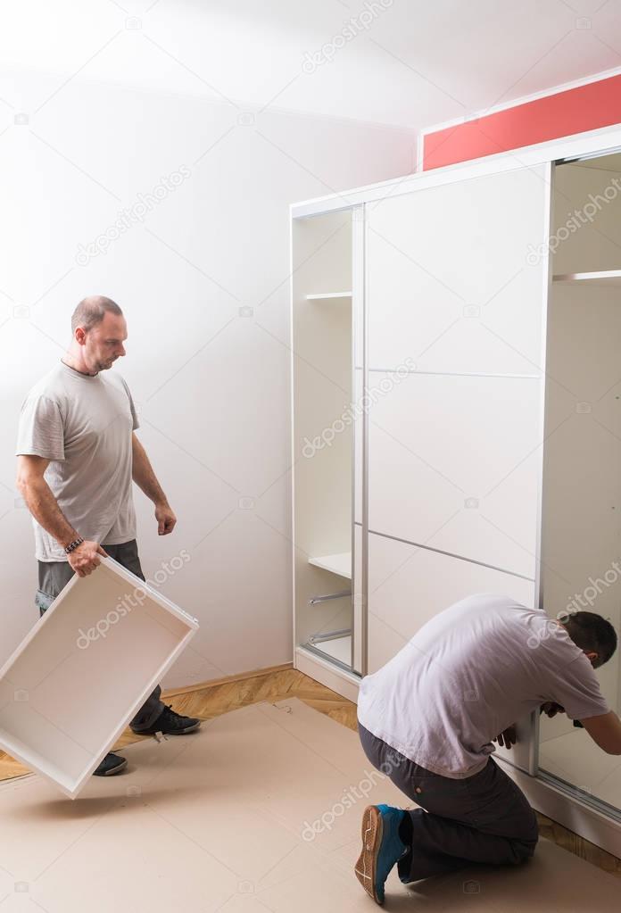 Möbelhersteller setzt Garderobe — Stockfoto © fotokostic #129797202