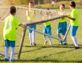 Malé děti hráči Příprava na fotbalové utkání na fotbal fi