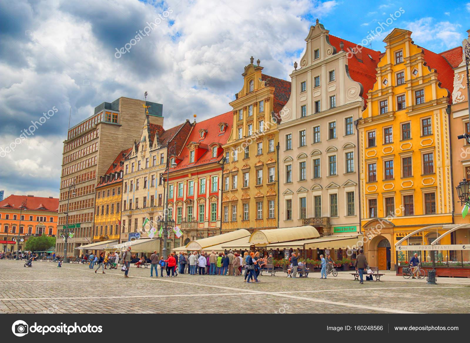 wroclaw polen 13 juli 2017 wroclaw old town stadt mit einem der buntesten marktpl tze. Black Bedroom Furniture Sets. Home Design Ideas