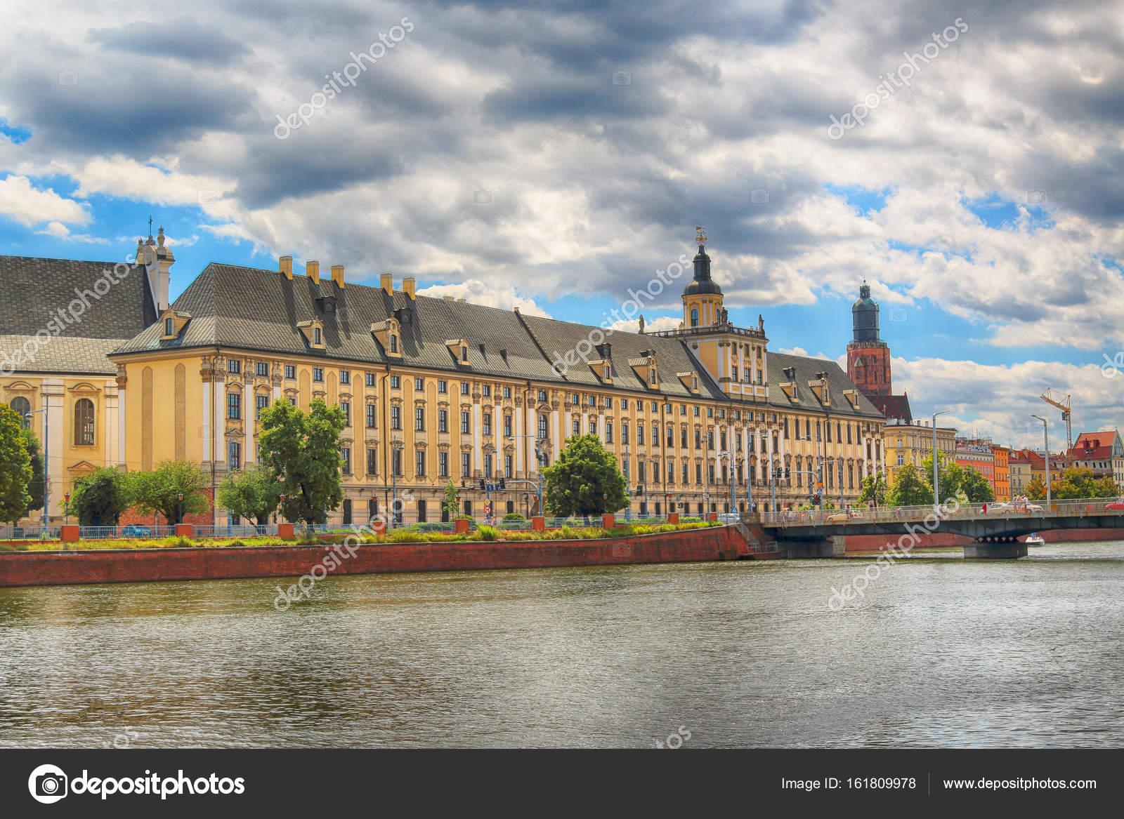 wroclaw polen 29 juli 2017 wroclaw old town universit t breslau blick von der boot ebene. Black Bedroom Furniture Sets. Home Design Ideas