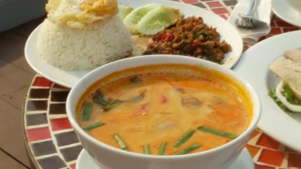 pokrmy thajské kuchyně. detail, 4k