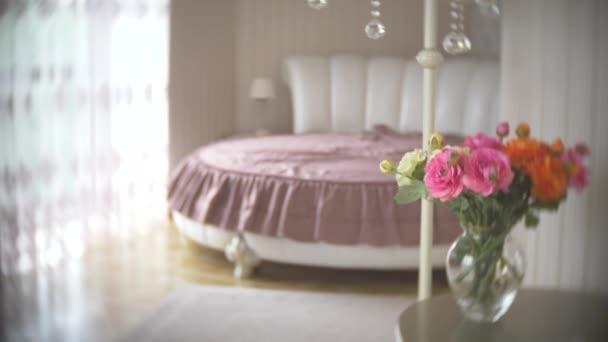 Медленный красивый секс в спальне голые ляжки