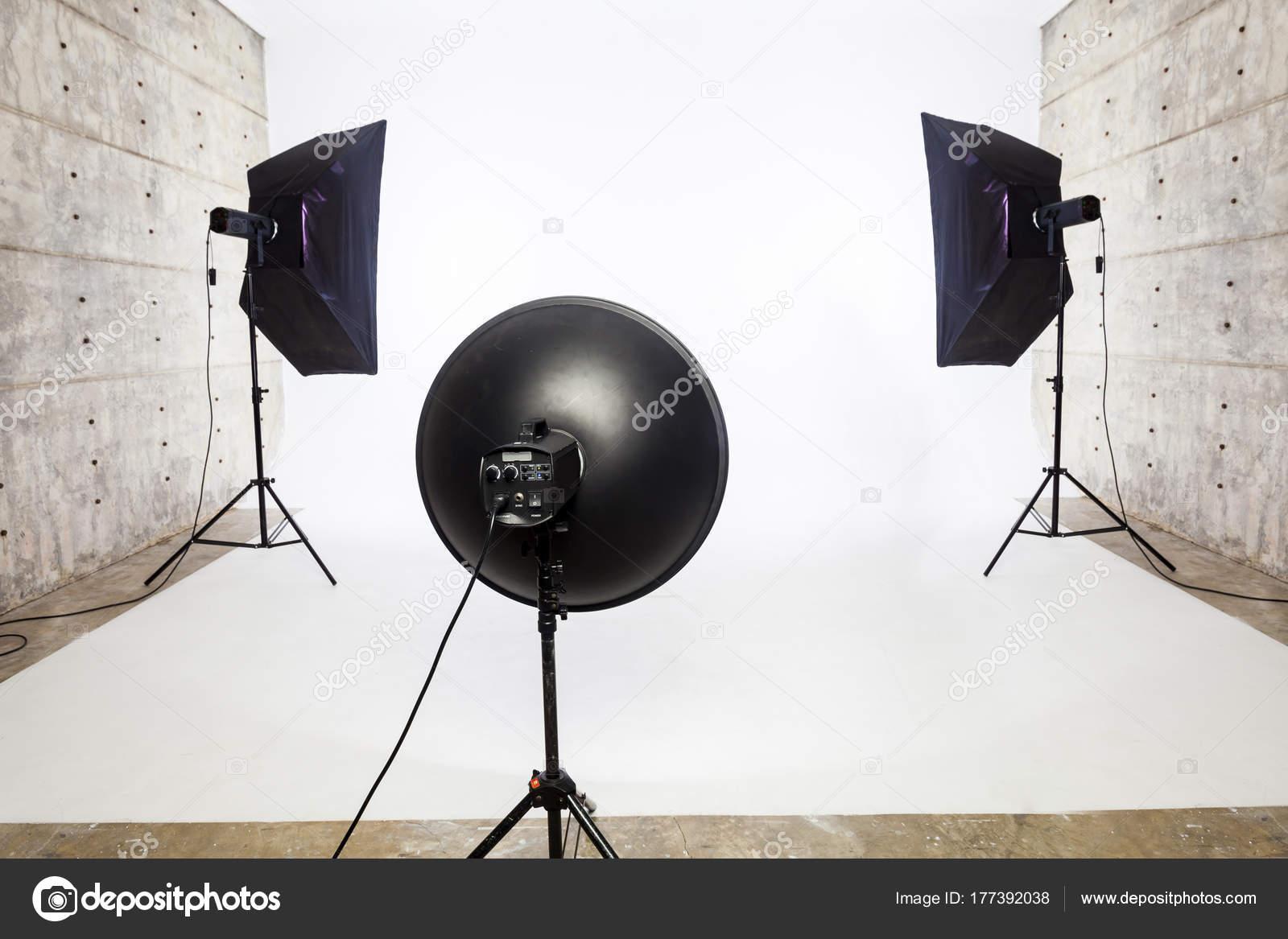 Apparecchiatura di illuminazione di studio con softbox e luce