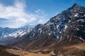 krajina se zasněženými horami