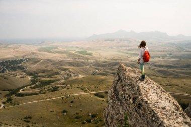 """Картина, постер, плакат, фотообои """"женщина, стоящая на скале """", артикул 170894796"""