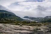 Szene aus Bergen und Wolken