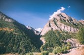 Photo beautiful scenic landscape with majestic rocky mountains in indian himalayas