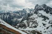 Zimní krajina s vyhlídkové vrcholy pokryté sněhem, Morskie Oko, mořské oko, Tatra National Park, Polsko
