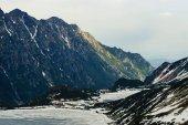 Zmrazené zimní jezero v malebných horách, Morskie Oko, mořské oko, Tatra National Park, Polsko