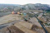 Fotografie Horkovzdušné balóny v Goreme národního parku, pohádkové komíny Kappadokie, Turecko