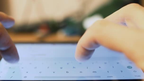 SMS osoba na smartphone zařízení