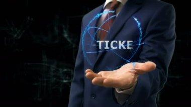 Üzletember mutatja koncepció hologram jegyet a kezét
