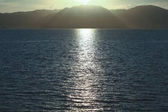 Photo beautiful seascape with sunlight reflection on water