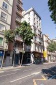 Nézd a spanyol utcai világos ég alatt
