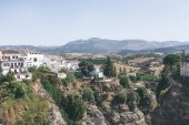 Photo scenic view of spanish landscape with hills, mountains and buildings