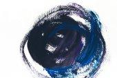 Fotografia pittura astratta con tratti di pennello blu e viola scuro su bianco