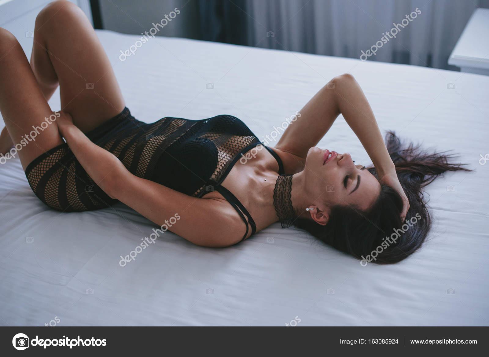 Отпученная попа вид сзади порно видео