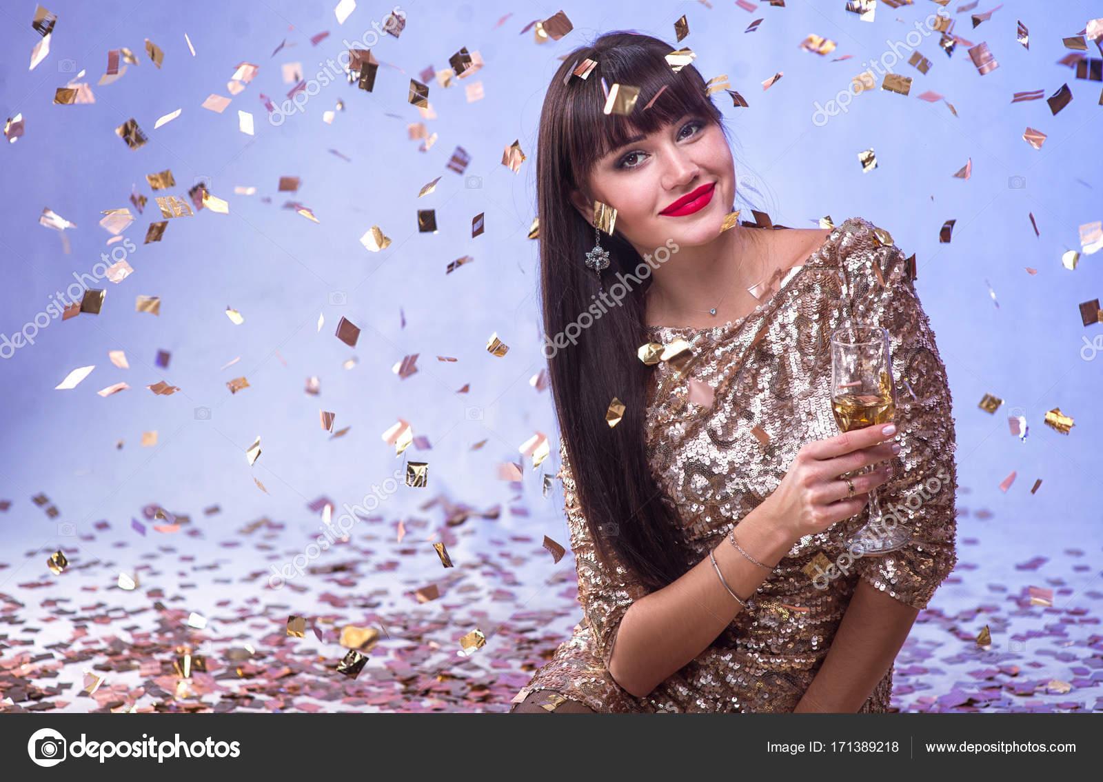 Schone Gluckliche Frau Mit Glas Champagner Bei Feier Party Mit