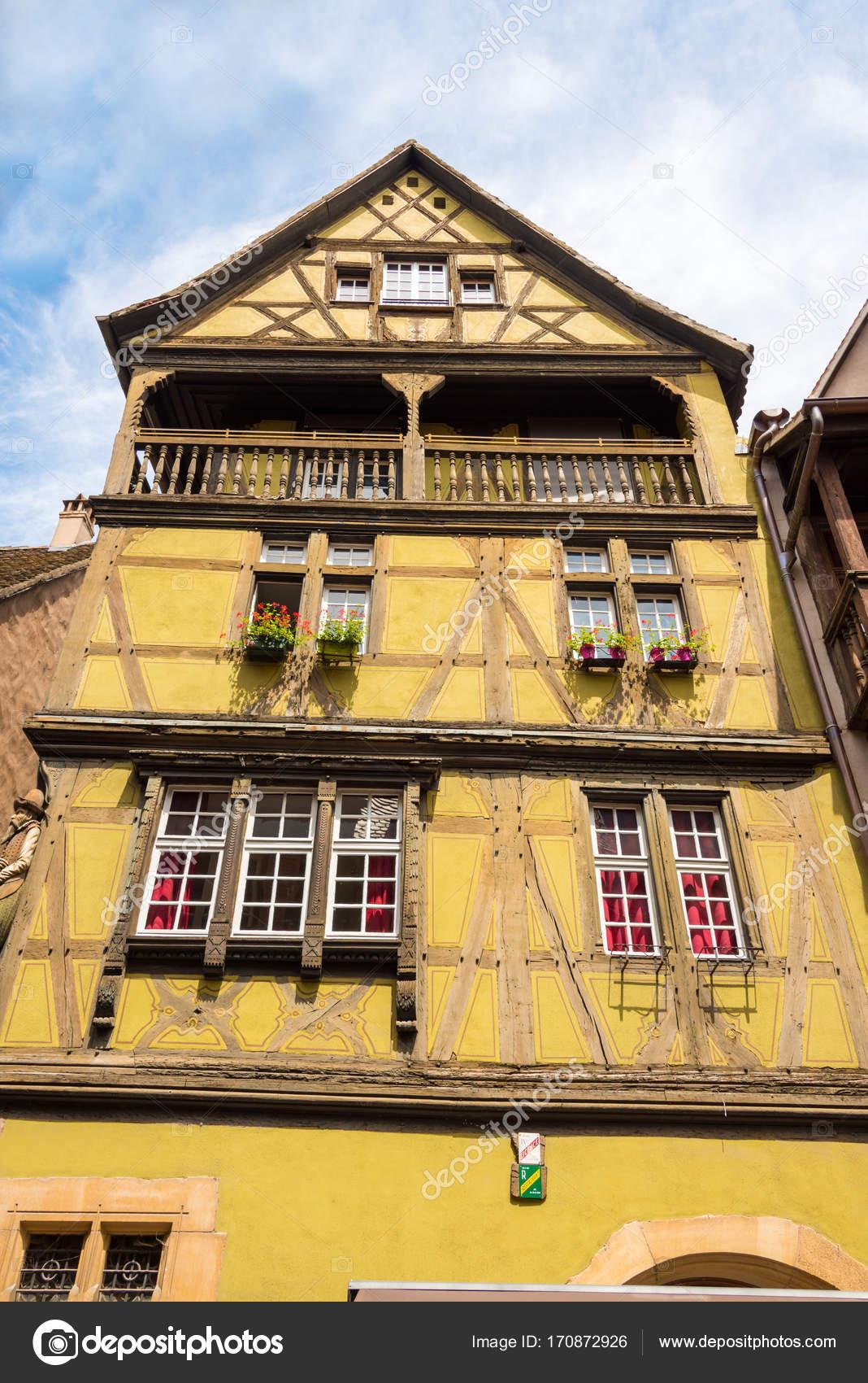 Altes Fachwerkhaus Mit Balkon Und Holzgelander In Die Schone