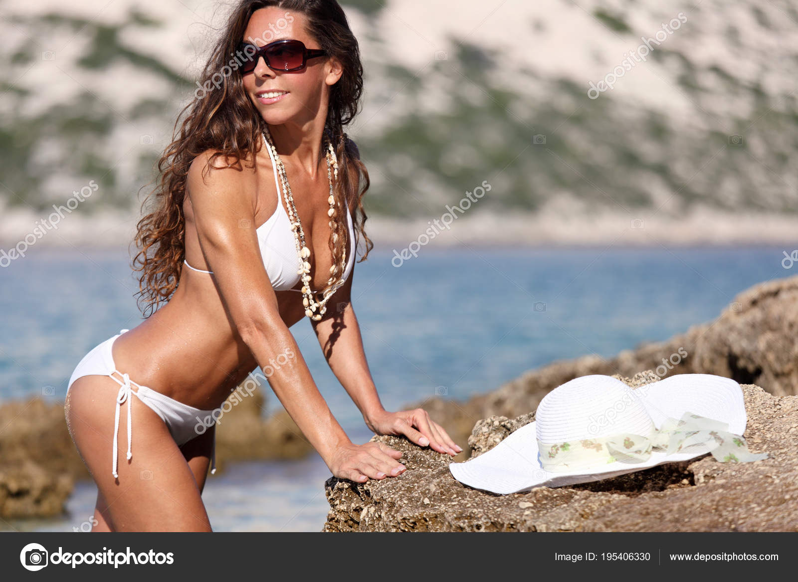 Atractiva Mujer Desnuda Tomando Sol Playa Fotos De Stock Vuk8691